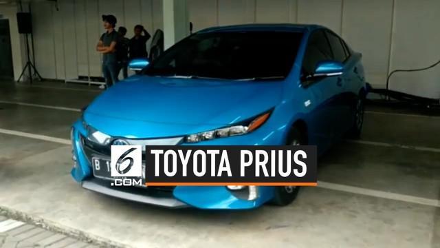 Perkembangan mobil elektrik, seperti hybrid, plug-in hybrid, listrik, dan energi terbarukan lainnya memang belum terlalu besar di Indonesia. Meski begitu Toyota tetap menyiapkan strategi agar mobil ramah lingkungan ini bisa lebih diterima. Caranya de...