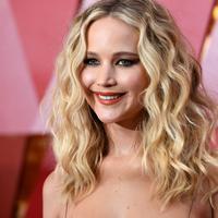 Meski kalian adalah pasangan, Jennifer Lawrence mengingatkan bahwa kalian tetap butuh waktu untuk diri sendiri. (KEVORK DJANSEZIAN  GETTY IMAGES NORTH AMERICA  AFP)
