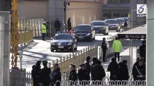 Pemimpin Korea Utara Kim Jong Un mengunjungi hari Selasa (8/1), memenuhi undangan Presiden China. Apa yang akan dibahas?