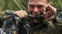 Berikut beberapa latihan militer yang paling ekstrem dan kadang tak manusiawi