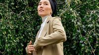 Berikut inspirasi padu padan palazo ala Hana Tajima yang bisa untuk tampilan kasual modest wear ataupun hijab outfit. (Foto: Dok. Uniqlo)