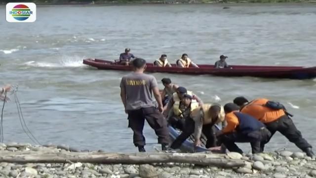 Tim SAR gabungan berupaya cari tujuh penambang emas yang tewas tertimbun di Desa Simpang Parit, Jambi.
