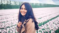 Isu pindah keyakinan yang menimpa Rina Nose ialah sejak dirinya memutuskan untuk melepas hijab. Melalui postingan di akun instagram miliknya, Rina Nose mengatakan bahwa diri masih menganut agama Islam. (Liputan6.com/IG/rinanose16)