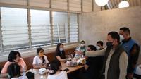 Wali kota Bogor Bima Arya sidak restoran dan kafe di Bogor. (Achmad Sudarno/Liputan6.com).