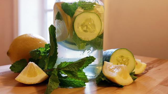 Infused Water campuran Mentimun dan Lemon