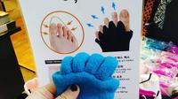 Kaos kaki yang dapat meregangkan jari kaki (Sumber: Instagram/aguilaceleb)