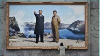 Dua hari menjelang kongres partai 'langka' di Pyongyang, warga dan pemerintah terlihat sibuk mendekorasi negaranya (Washington Post).