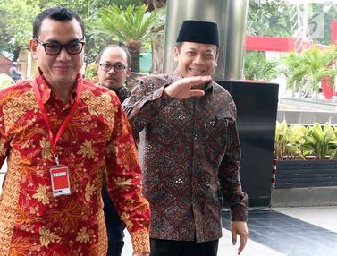 Ekspresi Wakil Ketua DPR Taufik Kurniawan Saat Penuhi Panggilan KPK