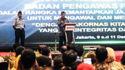 Wakil Presiden Jusuf Kalla memberikan sambutan saat Rakornas Badan Pengawas Pemilu (Bawaslu) di Jakarta, Senin (10/12). Rakornas untuk memperkuat koordinasi pengawasan Pemilu 2019 di tingkat pusat, provinsi dan kabupaten/kota. (Liputan6.com/Faizal Fanani)