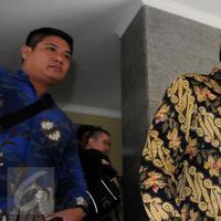 Gubernur DKI Jakarta, Basuki T Purnama (Ahok) usai diperiksa di Bareskrim, Jakarta, (21/6). Ahok menjalani pemeriksaan sebagai saksi dalam dugaan korupsi pengadaan uninterruptible power supply (UPS) pada APBD Perubahan 2014. (Liputan6.com/Helmi Afandi)