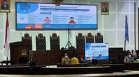 Pemkot Malang memaparkan anggaran penanganan Covid-19 dan realisasi penggunaannya dalam rapat koordinasi bersama DPRD Kota Malang pada Kamis, 29 Juli 2021 (Liputan6.com/Zainul Arifin)