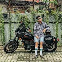 Ananda Omesh dapat disebut sebagai salah satu presenter kondang di Indonesia. Itu membuatnya selalu tampil di acara mana pun. Omesh memiliki hobi yang dimiliki oleh pria pada umumnya, yaitu motor gede. (Liputan6.com/omeshomesh)