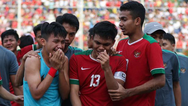 Hasil gambar untuk timnas indonesia menangis