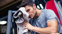 Mulai dari potongan rambut, dandan dan deodoran, inilah 7 syarat penampilan pria idaman di mata para wanita Jepang. (iStockphoto)