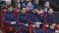 Ryan Giggs mendampingi Louis van Gaal di bangku cadangan (OLI SCARFF / AFP)