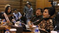 Sekretaris KEIN Putri K Wardhani berbicara dalam pembekalan finalis Putri Indonesia 2018 di Jakarta, Jumat (2/3). Pembekalan dimaksudkan para finalis memiliki kepekaan terhadap masalah ekonomi dan industri nasional. (Liputan6.com/Angga Yuniar)