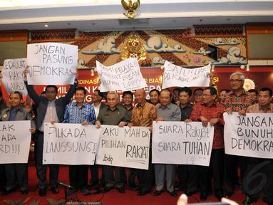 Ratusan bupati dan walikota saat menyampaikan penolakan Pilkada lewat DPRD di Jakarta, (11/9/14). (Liputan6.com/Panji Diksana)