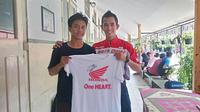 Gerry Salim bersama siswa SMA GIKI 2 Surabaya dalam acara Honda Dream Cup 2017.