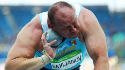 Atlet tolak peluru Moldova saat bersiap melempar bola yang terbuat dari logam/besi pada Olimpiade 2016 di Rio de Janeiro , Brasil. (18/8). Para atlet berjuang untuk melempar bola besi tersebut sejauh mungkin. (REUTERS / Kai Pfaffenbach)