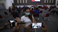Peserta vaksinasi di gerai presisi Polri di Surabaya. (Dian Kurniawan/Liputan6.com)