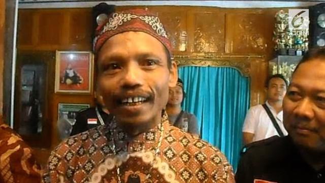 Sumanto menjalani pendataan pemilih, oleh petugas KPUD.