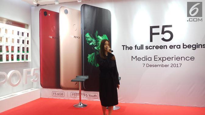 Marketing Director Oppo Indonesia, Alinna Wen, saat jumpa wartawa di Oppo Store Mall Emporiun Pluit, Kamis (7/12/2017). (Liputan6.com/ Agustin Setyo Wardani)
