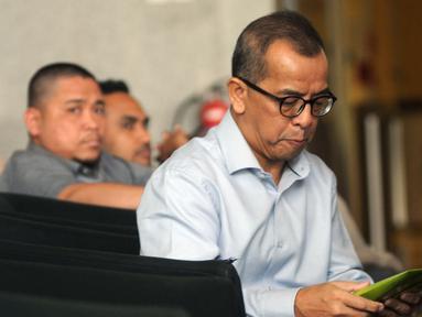Mantan Dirut PT Garuda Indonesia Emirsyah Satar menunggu pemeriksaan oleh penyidik KPK di Jakarta, Rabu (7/8/2019). Emirsyah diperiksa sebagai tersangka kasus dugaan suap pengadaan pesawat dan mesin pesawat dari Airbus SAS dan Rolls Royce PLC pada PT Garuda Indonesia (merdeka.com/Dwi Narwoko)