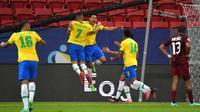Kebuntuan akhirnya pecah pada menit ke-23. Marquinhos sukses mengkonversi gol dari bola liar setelah terjadi kemelut di tiang gawang ketika tendangan sudut. Brasil unggul atas Venezuela dengan skor 1-0. Keunggulan ini bertahan hingga babak pertama pertandingan dibunyikan. (Foto: AFP/Nelson Almeida)