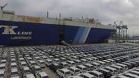Sejumlah mobil Toyota terjajar rapi dann siap diekspor ke sejumlah negara. (dok TMMIN)