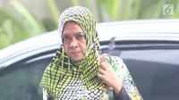 Mantan anggota DPR RI Wa Ode Nurhayati memenuhi panggilan penyidik KPK di Jakarta, Jumat (13/7). Politikus PAN itu akan dimintai keterangan sebagai saksi untuk tersangka Markus Nari dalam kasus e-KTP. (Liputan6.com/Herman Zakharia)