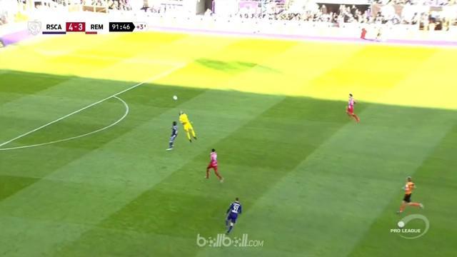 Berita video kiper klub Belgia Roya Excel Mouscron, Logan Bailly, kebobolan karena tak sempurna dalam menyundul bola. This video presented by BallBall.