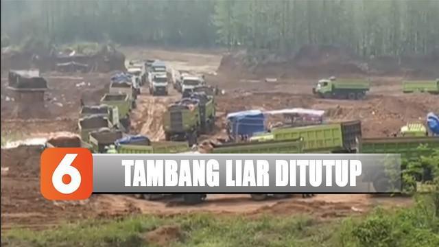 Kehadiran truk dan alat berat juga merusak jalan desa karena kendaraan tersebut beroperasi setiap hari.