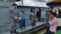 Tim Fleet One Quick Response (F1QR) Pangkalan TNI AL Tanjung Balai Asahan, Lantamal I, Koarmada I menggagalkan upaya penyelundupan 28 orang TKI ilegal di Perairan Tanjung Kumpul, Sumatera Utara, Minggu (21/2/2021). (Ist)
