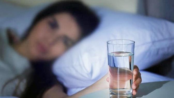 Rutin Minum Air Putih Saat Bangun Tidur Rasakan 6 Manfaat Sehatanya Beauty Fimela Com