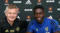 Axel Tuanzebe menandatangani kontrak baru bersama MU. (Dok Manchester United)