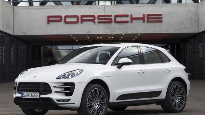 Dalam peluncuran New Porsche Macan yang diadakan akhir pekan lalu, hadir sejumlah sosialita di Jakarta. Siapa sajakah dan apa gaya mereka?