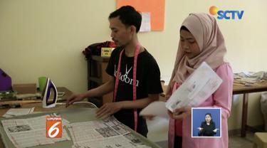 Seorang remaja perempuan di Depok, Jawa Barat, buat aplikasi online yang meningkatkan pendapatan penjahit rumahan.