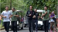 Jokowi tampak santai berlari dengan pakaian kasualnya.(dok. Instagram @jokowi/https://www.instagram.com/p/BsHcyxcB_i6/Esther Novita Inochi)