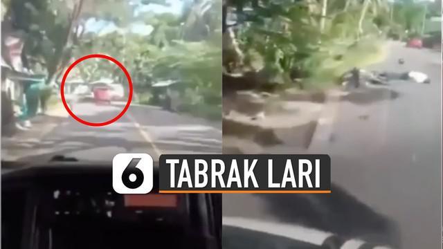 Korban tergeletak, sementara pengendara mobil terus melaju kencang.