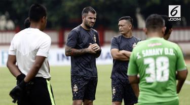 Melalui rapat Exco di Jakarta, Kamis (20/12), PSSI secara resmi menunjuk Simon McMenemy sebagai pelatih Timnas Indonesia.
