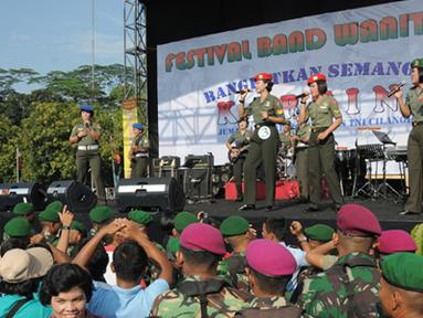 Citizen6, Cilangkap: Kegiatan yang diawali dengan olahraga bersama ini, merupakan rangkaian kegiatan dalam rangka Apel Bersama Wanita TNI 2012. (Pengirim: Badarudin Bakri)