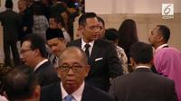 Penampilan mantan cagub DKI Jakarta Agus Yudhoyono saat hadir di acara pelantikan Anies-Sandiaga (Foto: live streaming liputan6.com)