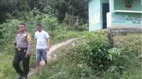 Bayi berjenis kelamin perempuan itu, ditemukan dalam pos penjagaan di tengah hutan oleh warga yang hendak buang air kecil. (Liputan6.com/Ahmad Akbar Fua)