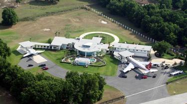 John Travolta house