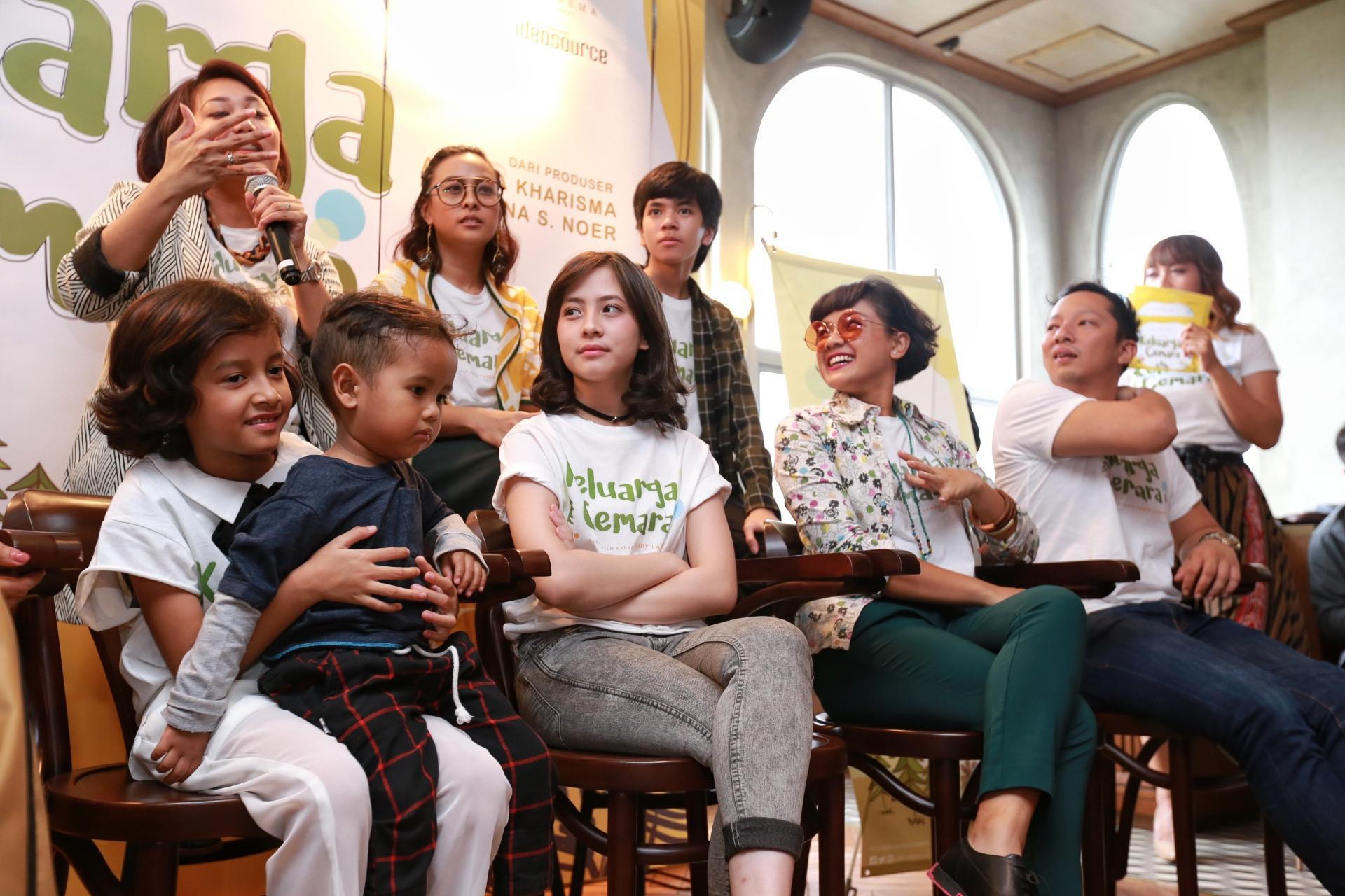 Keluarga Cemara akan dibintangi oleh Ringgo Agus Rahman, Nirina Zubir,  Zara JKT 48, Asri Welas, Maudy Koesnaedi dan masih banyak lagi. Film ini akan tayang pada pertengahan tahun ini. (Adrian Putra/Bintang.com)