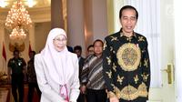 Presiden Joko Widodo menerima kunjungan kehormatan Deputi Perdana Menteri Malaysia Wan Azizah Wan Ismail di Istana Kepresidenan Bogor, Jawa Barat, Selasa, 9 Oktober 2018. (Liputan6.com/HO/Biropers)