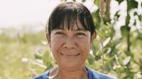 Maria Loretha di tengah ladang sorgumnya, di Desa Likuotuden, Flores Timur, NTT. (Edy Suherli/Bintang.com)