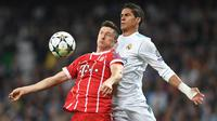 3. Robert Lewandowski - Kepada Sky Sports, Niko Kovac mengungkap anak asuhnya berniat meninggalkan Bayern Munchen pada musim ini. Real Madrid dan Manchester United menjadi dua klub terdepan yang berpeluang mendapatkan jasanya. (AFP/Christof Stache)