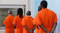 Beberapa kelompok tahanan di Amerika Serikat dibebaskan guna mencegah penyebaran Virus Corona. (Jacquelyn Martin/AP)