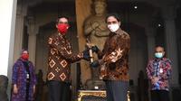 Sekretariat Presiden menyerahkan benda pusaka berupa keris Bugis kepada Museum Nasional Indonesia, Kamis (27/8/2020) (Foto: Biro Pers Kepresidenan)
